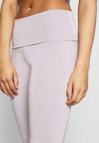 Curare Yogawear - LONG PANTS ROLL DOWN - Joggebukse - puder - 4