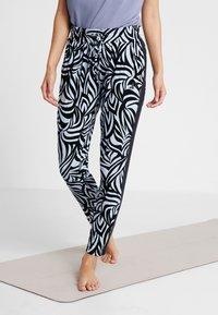 Curare Yogawear - PANTS GALON STRIPE - Tracksuit bottoms - grafik blue/midnight blue - 0