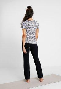 Curare Yogawear - PANTS FLARED LEGS - Verryttelyhousut - black - 2