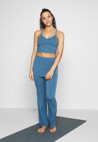 Curare Yogawear - PANTS SKIRT - Joggebukse - horizon blue - 1
