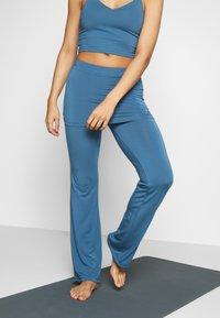 Curare Yogawear - PANTS SKIRT - Joggebukse - horizon blue - 0