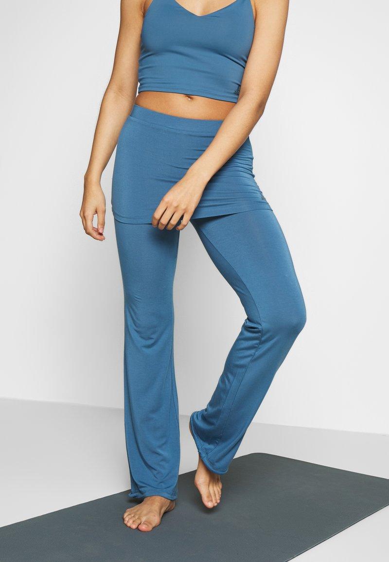 Curare Yogawear - PANTS SKIRT - Joggebukse - horizon blue