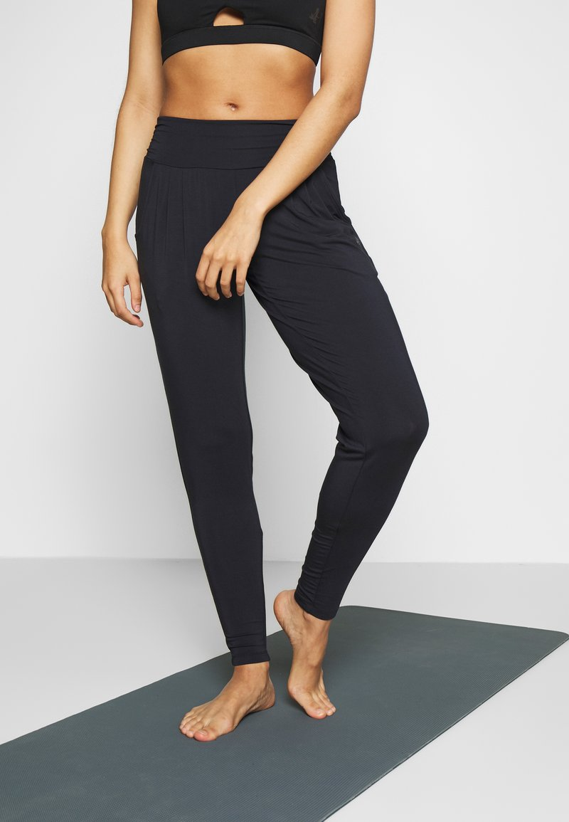 Curare Yogawear - PANTS LONG LOOSE ROLL DOWN - Tracksuit bottoms - midnight blue