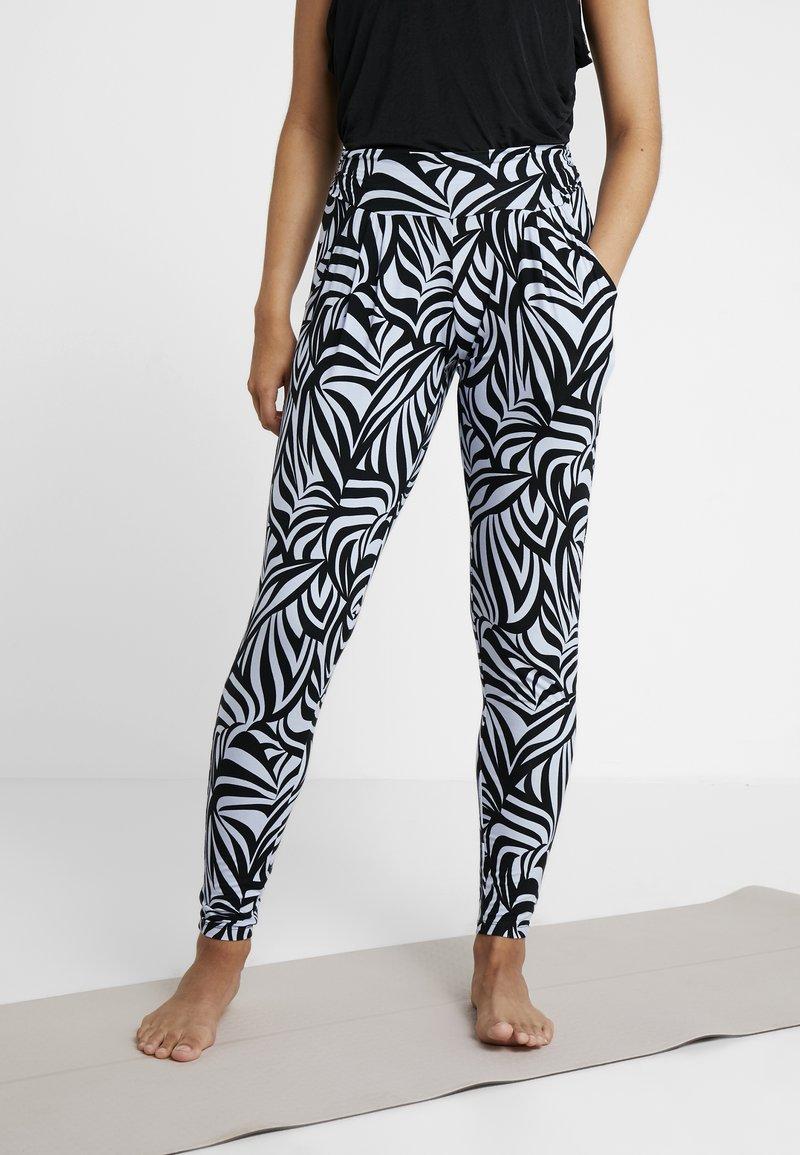 Curare Yogawear - PANTS LONG LOOSE ROLL DOWN - Jogginghose - grafik blue