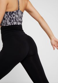 Curare Yogawear - LEGGINGS - Leggings - black - 5