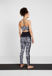Curare Yogawear - COLOR BLOCKING - Collants - blue/midnight blue - 2