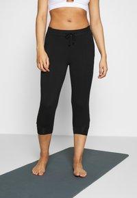 Curare Yogawear - PANTS - 3/4 Sporthose - black - 0