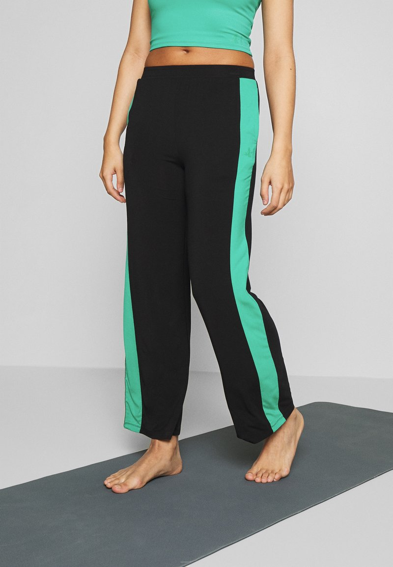 Curare Yogawear - PANTS WIDE GALON STRIPE - Trainingsbroek - black/green lagoon