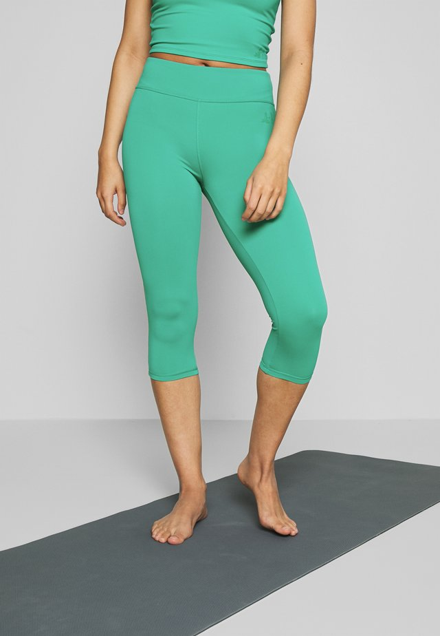 CAPRI HIGH WAIST LEGGINGS - 3/4 sports trousers - green lagoon
