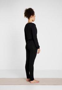Curare Yogawear - WRAP JACKET - Veste de survêtement - black - 2