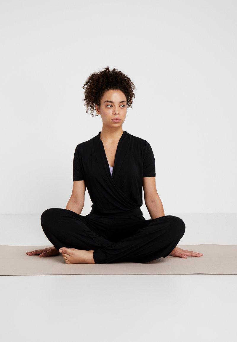 Curare Yogawear - JUMPSUIT - Trainingsanzug - black
