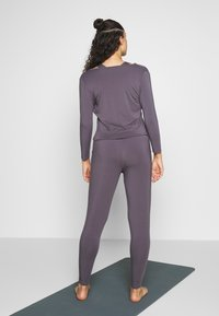 Curare Yogawear - JUMPSUIT WATERFALL - Tepláková souprava - grey berry - 2
