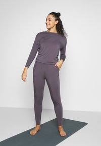 Curare Yogawear - JUMPSUIT WATERFALL - Tepláková souprava - grey berry - 0
