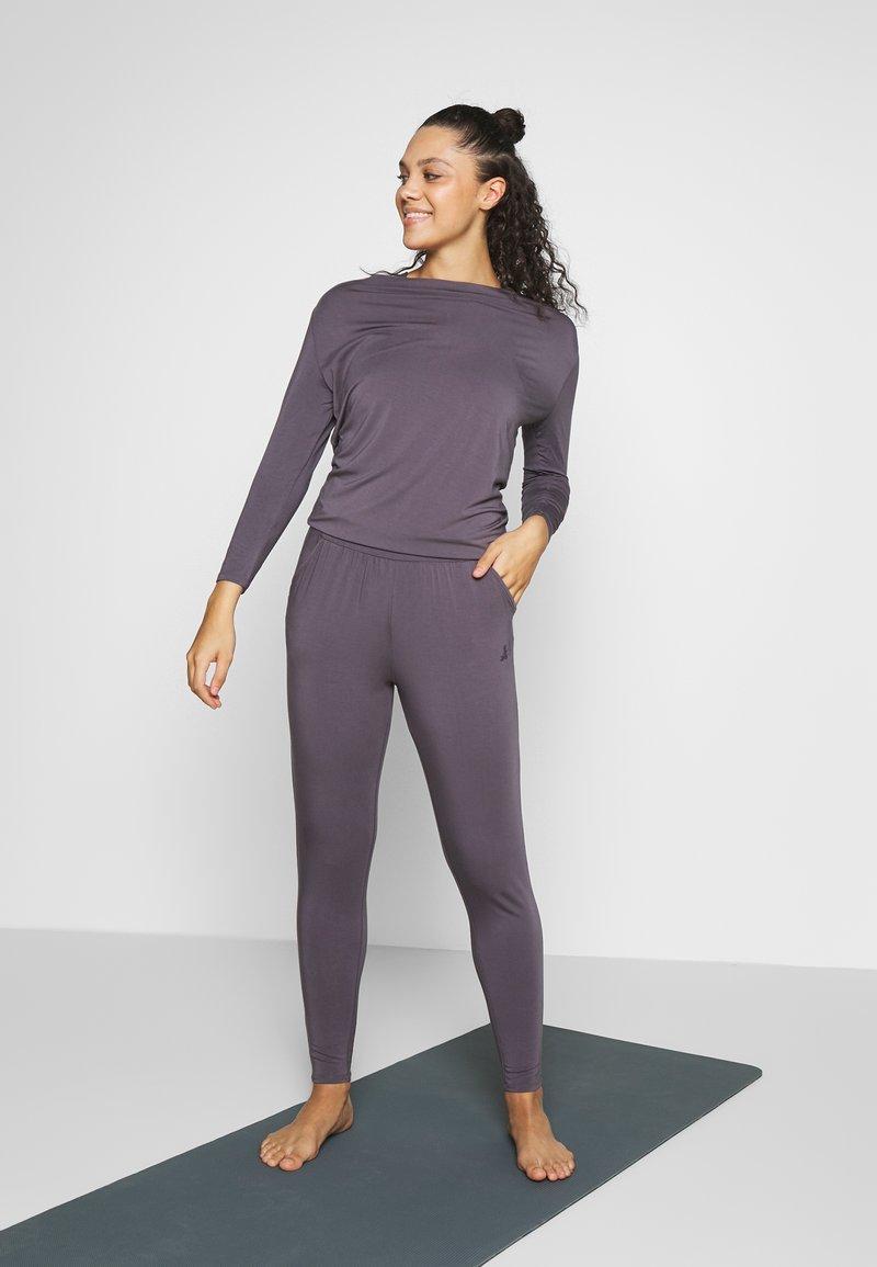 Curare Yogawear - JUMPSUIT WATERFALL - Tepláková souprava - grey berry