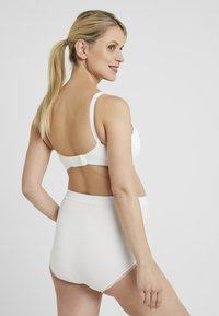 Cache Coeur - MAXI BRIEF OVER BELLY - Kalhotky - ivory - 2