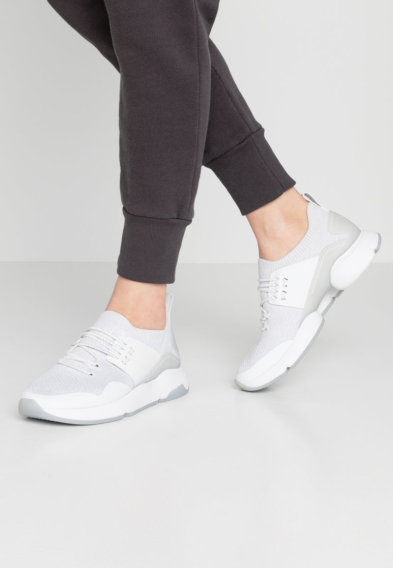 Cole Haan - ZEROGRAND MOTION STITCHLITE TRAINER - Baskets basses - optic white/glacier grey