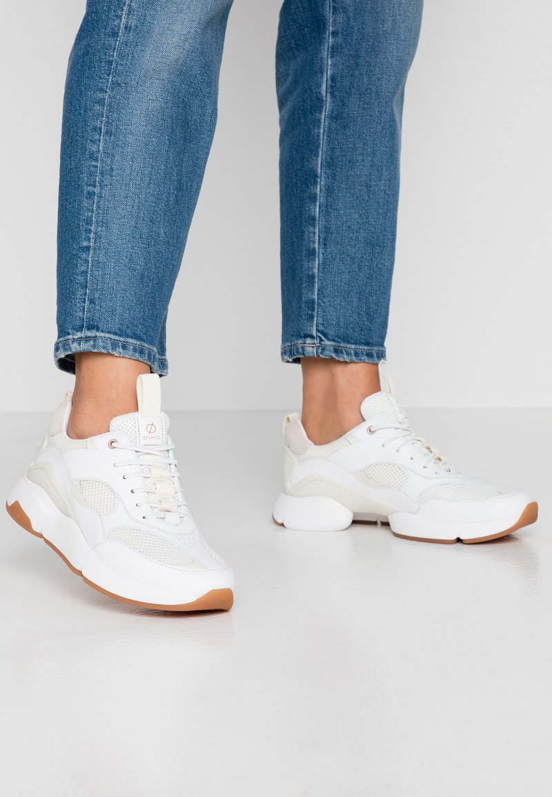 Cole Haan - ZEROGRAND CITY TRAINER - Sneaker low - optic white/ivory/camel