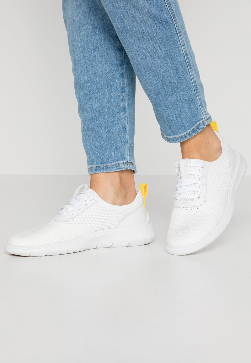Cole Haan - GENERATION ZEROGRAND STITCHLITE - Sneakers - optic white