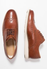 Cole Haan - ORIGINAL GRAND WINGTIP OXFORD - Casual lace-ups - woodbury/ivory - 1
