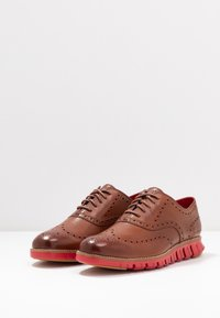 Cole Haan - ZEROGRAND WINGTIP OXFORD - Lace-ups - woodbury/tango red - 2