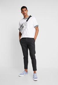 CHASIN' - TRIGGER - Kalhoty - dark grey - 1