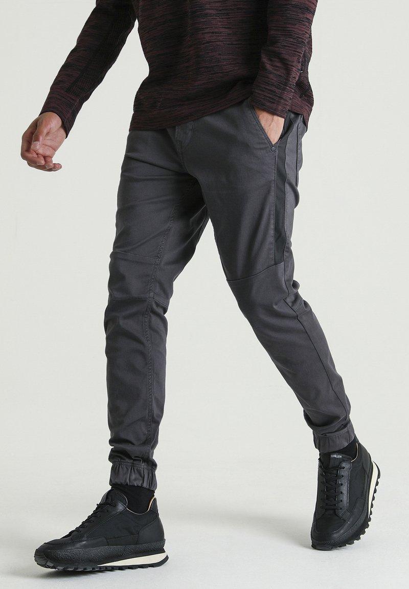 CHASIN' - RESA L DEAN - Trousers - grey
