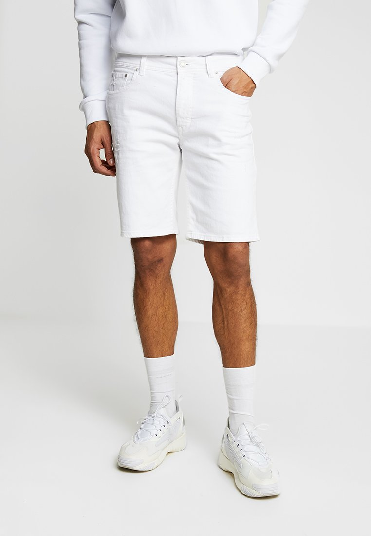 CHASIN' - ROSS KEENS - Shorts vaqueros - white