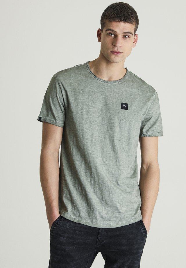 DEANEFIELD - T-shirt basic - green
