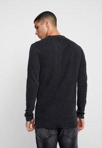 CHASIN' - BASAL - Stickad tröja - black - 2