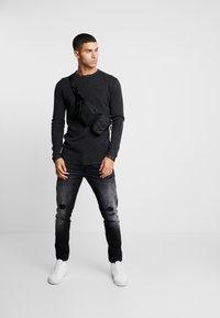 CHASIN' - BASAL - Stickad tröja - black - 1