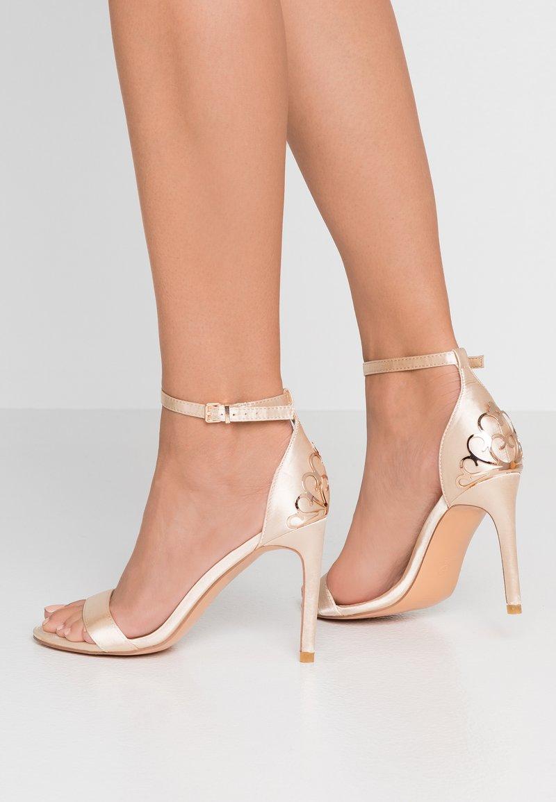 Chi Chi London - JOCELYN - Højhælede sandaletter / Højhælede sandaler - offwhite