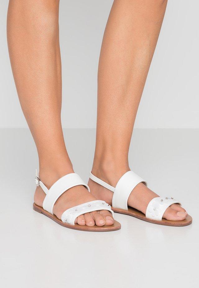 HANA  - Sandaalit nilkkaremmillä - white