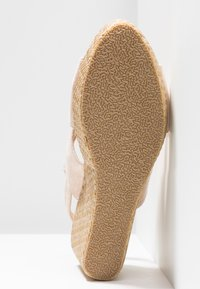 Chi Chi London - ANNA WEDGES - Sandały na obcasie - pink - 6