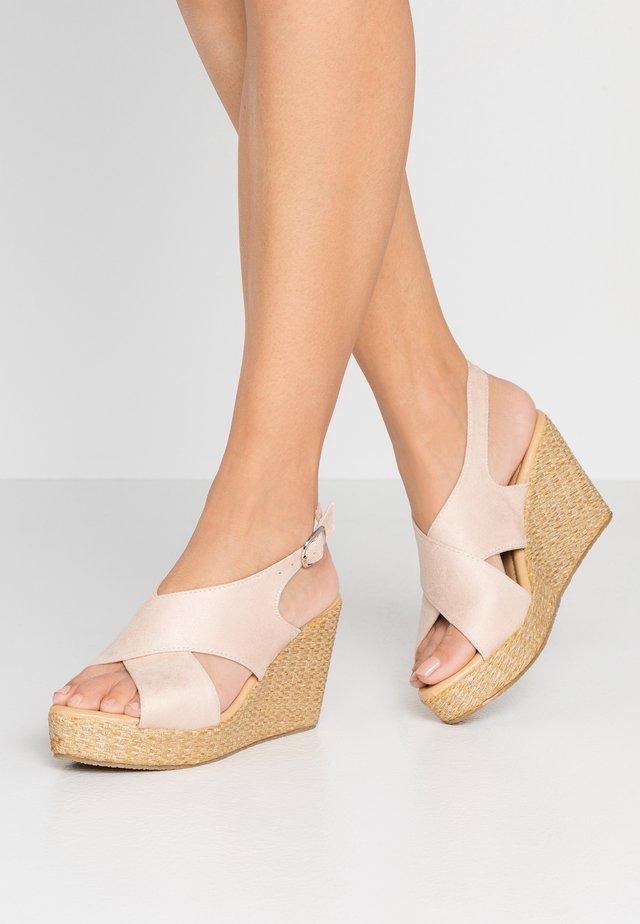 ANNA WEDGES - Sandalias de tacón - pink
