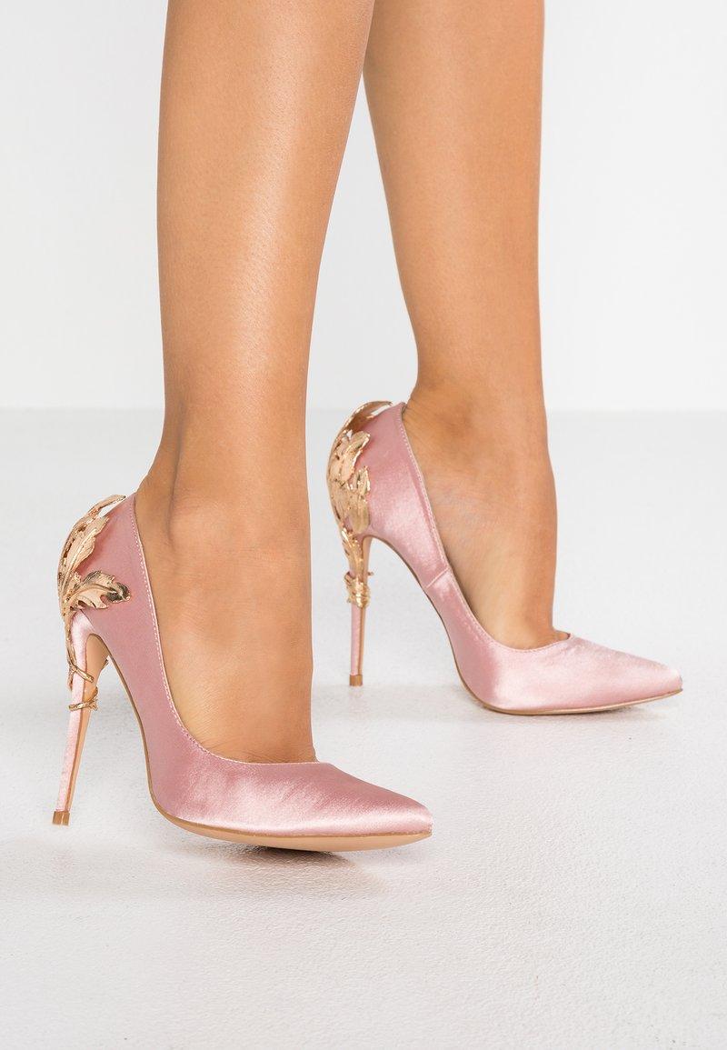 Chi Chi London - SYRAH - Højhælede pumps - pink