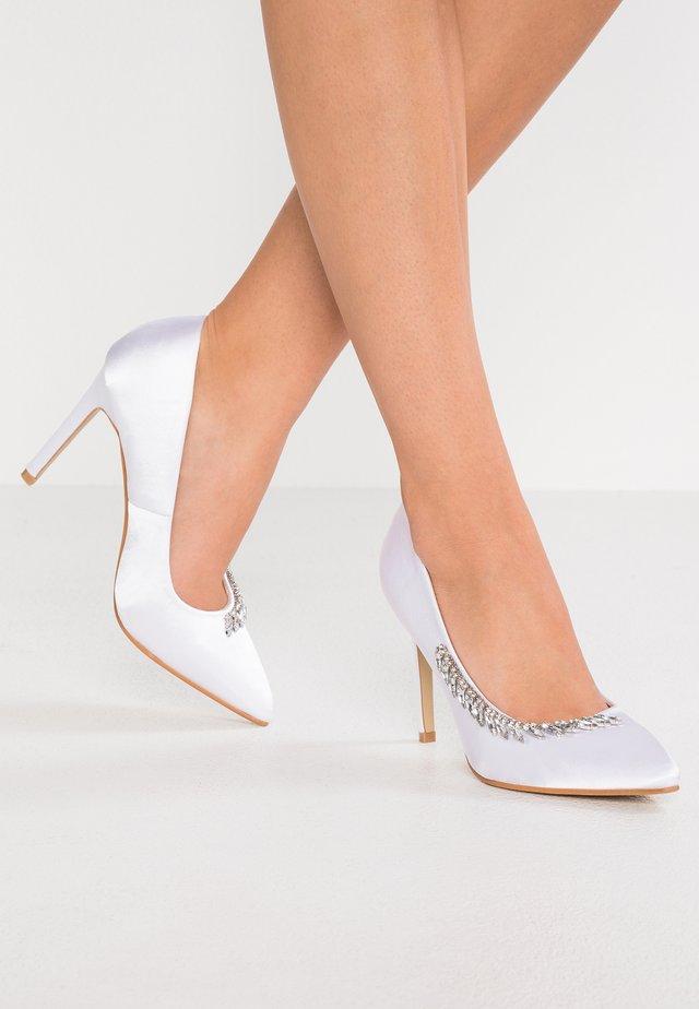 PRIYA - Lodičky na vysokém podpatku - white