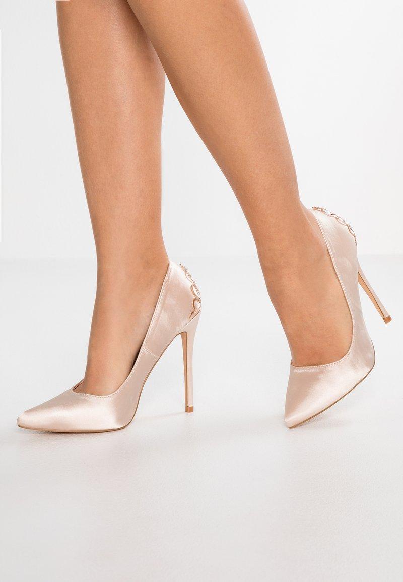Chi Chi London - RAE - Zapatos altos - offwhite