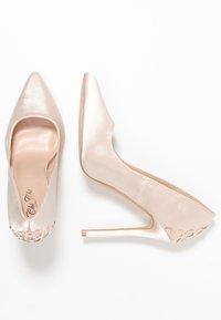 Chi Chi London - RAE - Zapatos altos - offwhite - 3