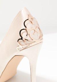 Chi Chi London - RAE - Zapatos altos - offwhite - 2