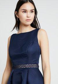 Chi Chi London - CHI CHI DELIA DRESS - Vestido de cóctel - navy - 3