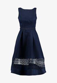 Chi Chi London - CHI CHI DELIA DRESS - Vestido de cóctel - navy - 4
