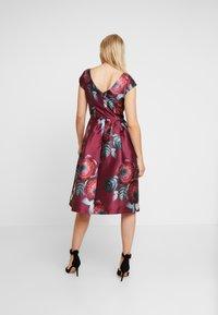 Chi Chi London - KARYA DRESS - Sukienka koktajlowa - burgundy - 3