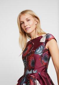 Chi Chi London - KARYA DRESS - Sukienka koktajlowa - burgundy - 4