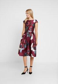 Chi Chi London - KARYA DRESS - Sukienka koktajlowa - burgundy - 0