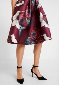 Chi Chi London - KARYA DRESS - Sukienka koktajlowa - burgundy - 5