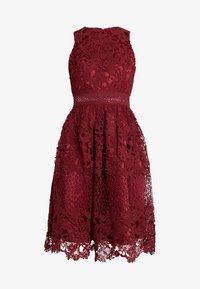 Chi Chi London - VERSILLA DRESS - Koktejlové šaty/ šaty na párty - burgundy - 4