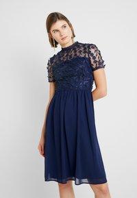 Chi Chi London - VERONA DRESS - Sukienka koktajlowa - navy - 0