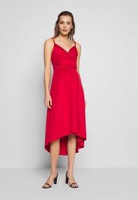 Chi Chi London - ECHO DRESS - Vestido de fiesta - red - 0