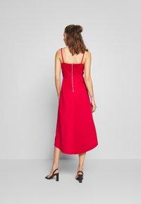 Chi Chi London - ECHO DRESS - Vestido de fiesta - red - 2