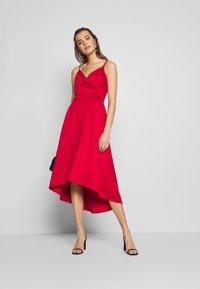 Chi Chi London - ECHO DRESS - Vestido de fiesta - red - 1